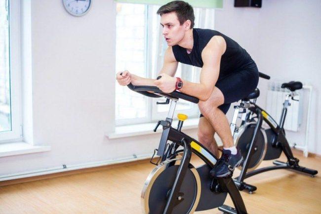 Les bienfaits du vélo d'appartement pendant les confinements