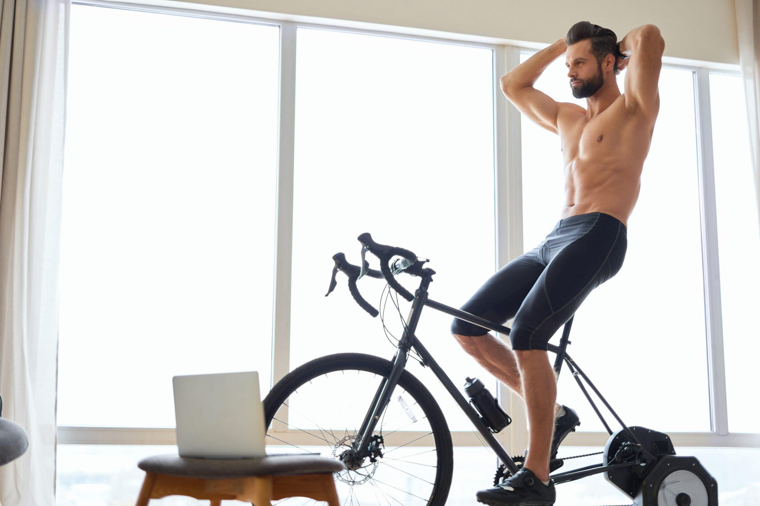 faire du vélo d'appartement tous les jours pour évacuer le stress et se changer les idées